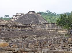 The structures of El Tajin from ball courts to the Pyramid of the Niches