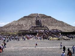 The shadow cross of Teotihuacan
